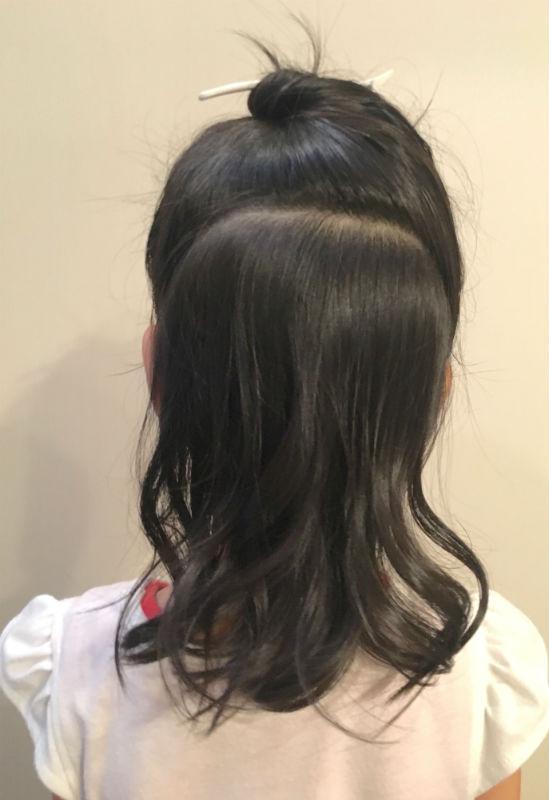髪を前・後ろで分ける
