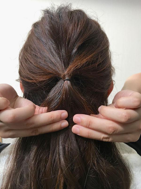 サイドの髪を後ろで結ぶ