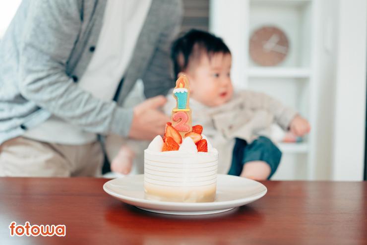 ハーフバースデーケーキと赤ちゃんの写真
